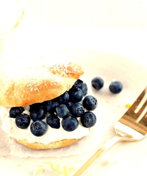 Blueberry cream puffs {PHOTO