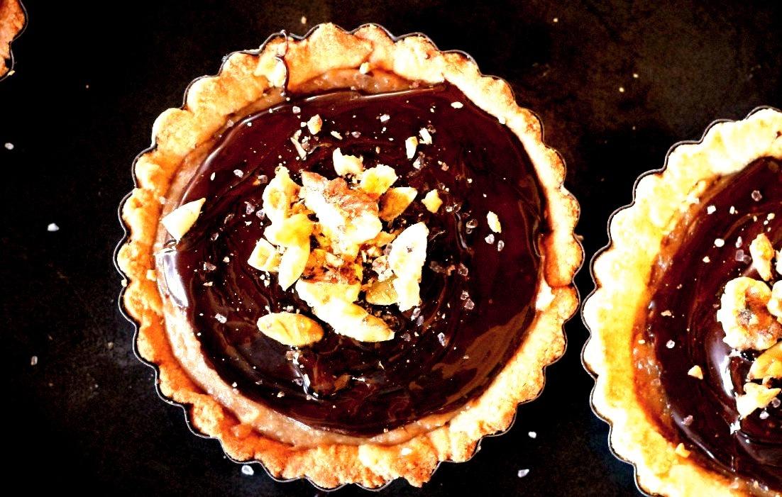(via Chocolate Date Caramel Tarts (Gluten Free, Vegan, Paleo))